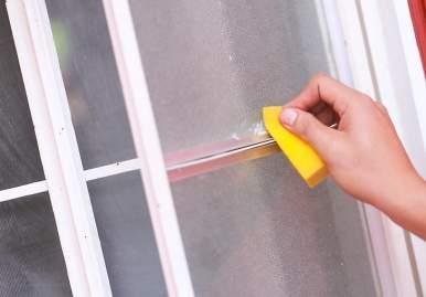 Как можно очистить скотч от пластикового окна: обзор эффективных средств в Волгограде